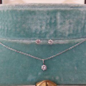 White gold diamond set